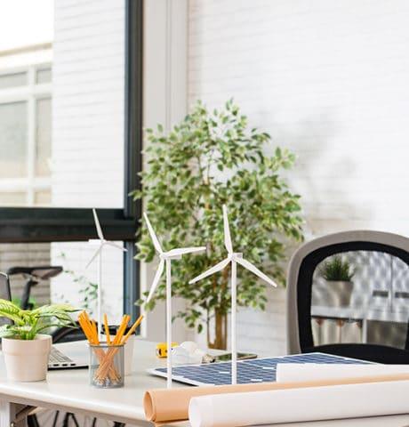 Mini wiatraki na biurku projektowym ESP Energia